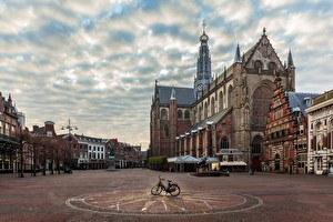 Haarlem Market Square & Cathedral